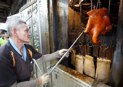 handling roast pork